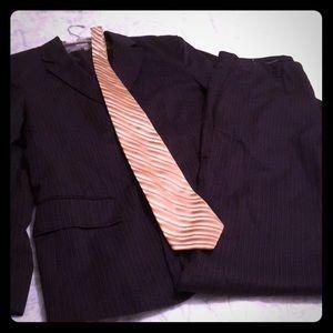Men's 2 pieces Calvin Klein Pinstripe Suit w Tie!!